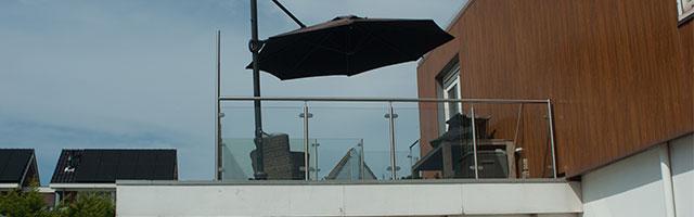 Glazen balustrade in Hoek van Hollland
