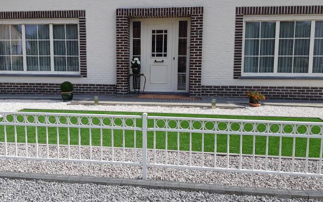 tuinhek werk voor woning in de kleur wit